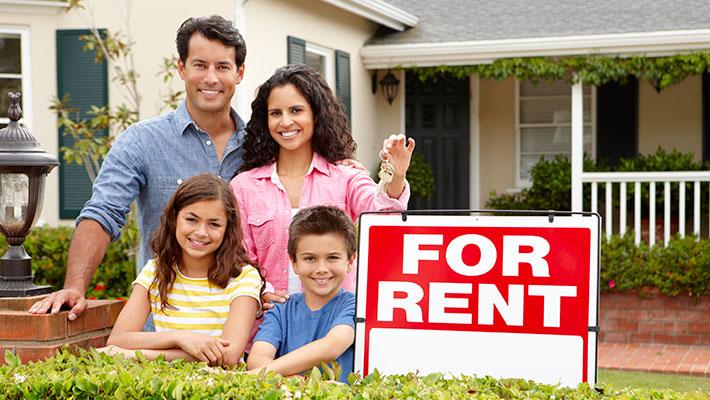 Familia alquilando un hogar