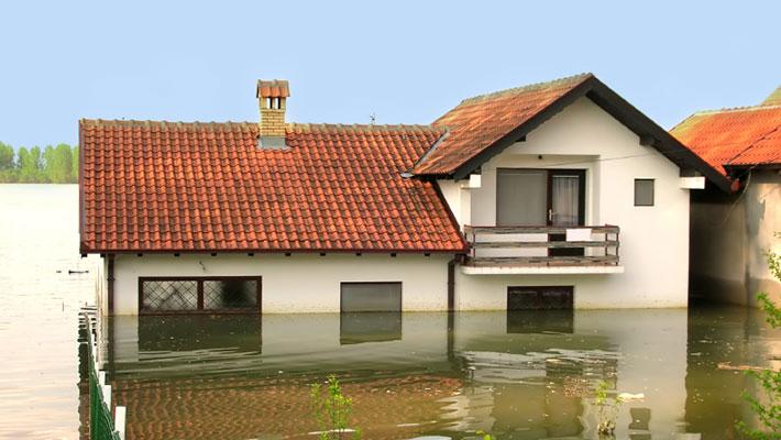 Vivienda completamente inundada luego de un desastre natural