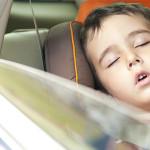 El riesgo de dejar a un niño solo dentro de un auto