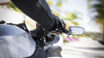 Maneje-seguro-en-una-moto